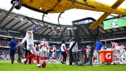 Distraction? Justin Bieber Lands Helicopter In Middle Of Giants Practice