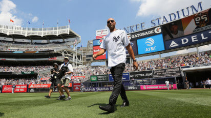 """Jeter Begins Speech By Screaming """"Lou Gehrig Was Crap! I'm The Best!"""""""